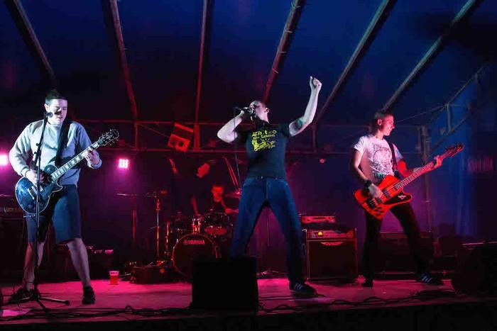Punk-Oi! estiloko musika nagusi Gatzagan - 1