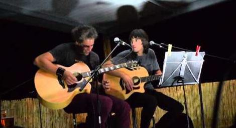 Zapatuan rock-and-roll klasikoaren bertsio akustikoak Spaloian Bikustik-en eskutik