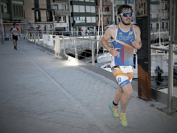 Mikel Crespo omenduko dute Zumaiako triatloian