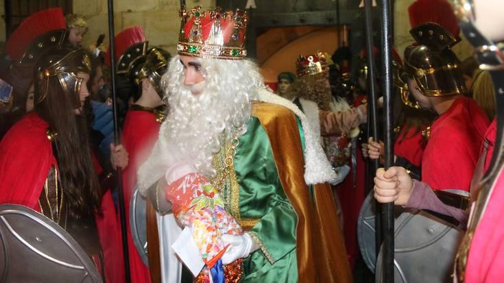 Euriagatik laburragoa, baina egin dute desfilea Errege magoek Bergaran
