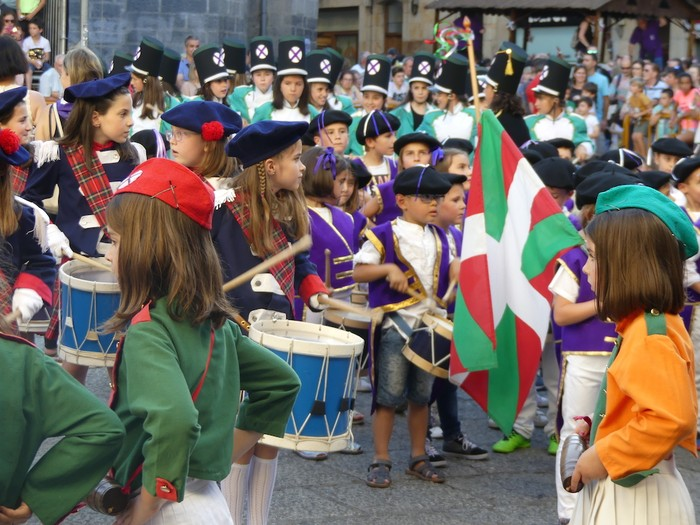 Txikitxoenek San Juan festetan murgildu dute herria - 34