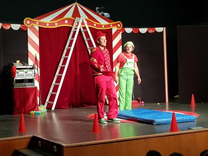 'Burutik jota', Trokolo teatro taldearen zirku emanaldi zoroa