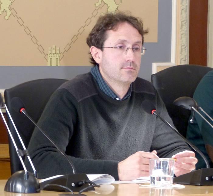"""Udal Gobernuak alokairu sozialarengatik """"interes falta"""" erakutsi duela salatu du Bergarako Irabazik"""