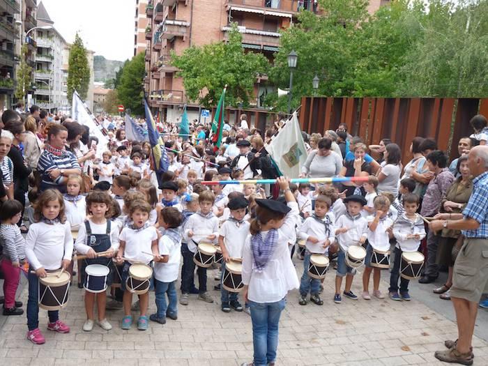 Giro bikainean ospatu dute San Martinetako haurren danborrada