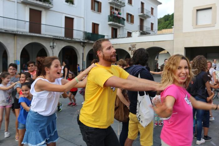 'Go!azen' dantzatu eta abestera - 66