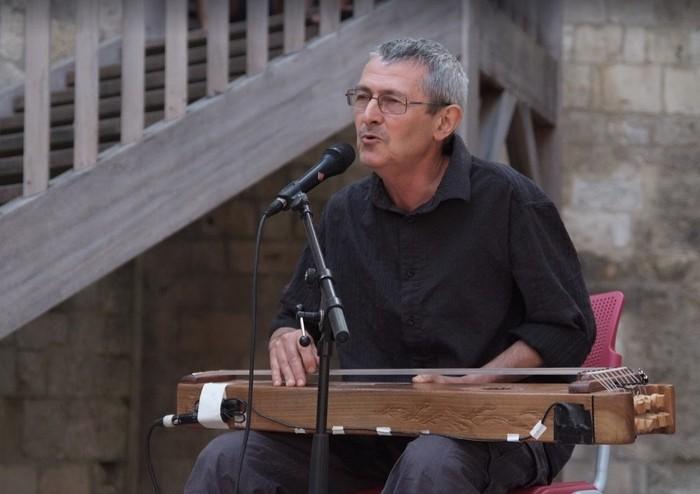 """Joan Frances Tisner: """"Elkar ezagutzeko komunikazio tresna dira bai dantza bai musika tradizionala """""""