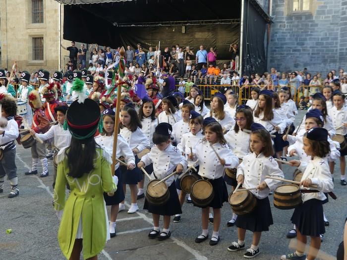 Txikitxoenek San Juan festetan murgildu dute herria - 44