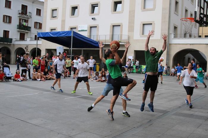 Uztaipeko ikuskizuna Aretxabaletako Herriko Plazan - 13