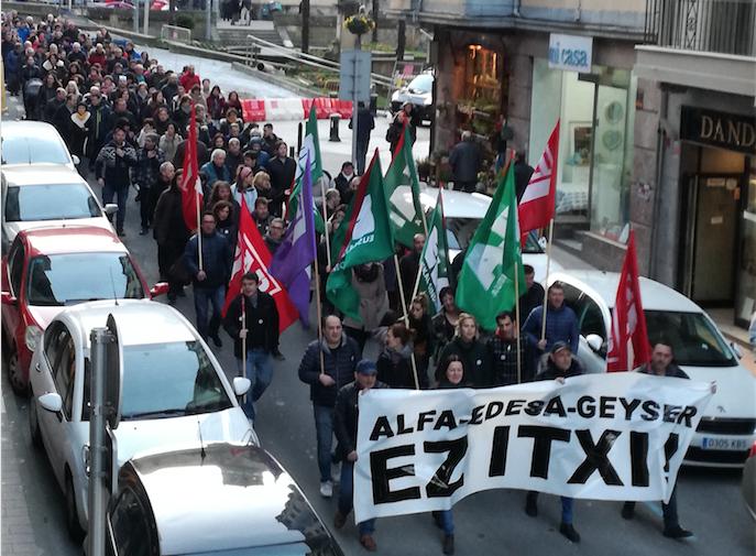 'Alfa-Edesa-Geyser ez itxi' lelopean egin zuten atzo manifestazioa Eibarren