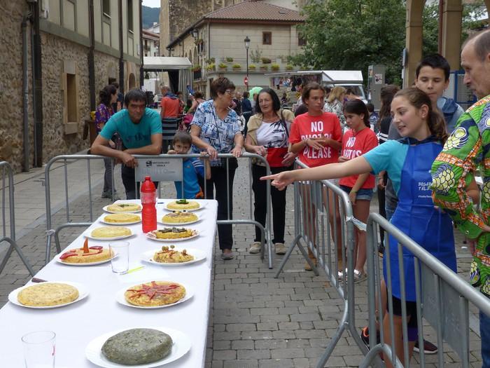 Patata tortilla lehiaketa Antzuolako jaietan - 36