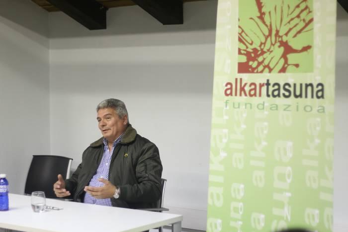 """Cesar Arrondo: """"Euskal diasporaren zati bat zeregin garrantzitsuago bat noiz helduko zain dago"""""""