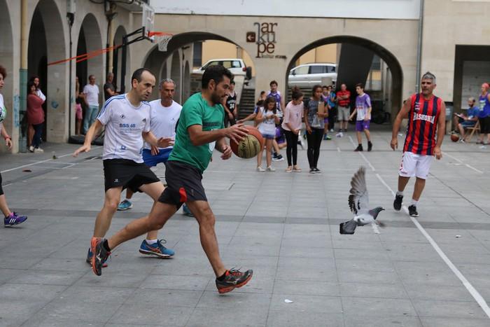 Uztaipeko ikuskizuna Aretxabaletako Herriko Plazan - 22