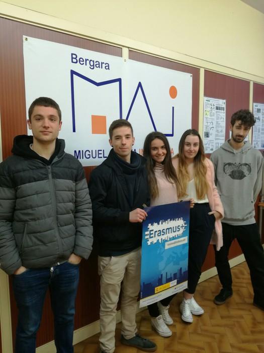 MAIko ikasle talde bat Erasmusekin atzerrira lan-praktikak burutzera