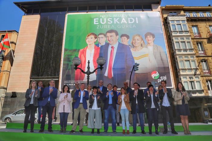 Madrilen Euskadiren defentsa bermatzeko proposatuko dituen 27 emakume eta gizonak aurkeztu ditu gaur EAJ-PNVk