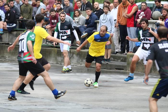Legends eta Betrayer taldeak Zaldibarko finalean