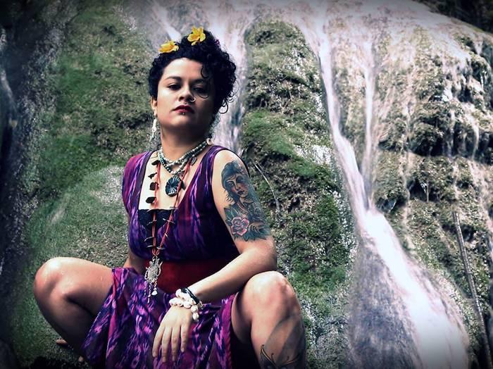 Guatemalako Rebeca Lane poeta, aktibista eta hip hop abeslaria eguenean Arrasateko gaztetxean