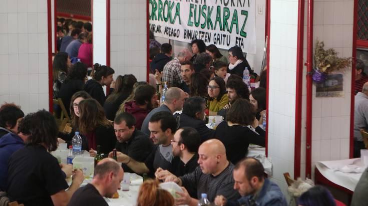 Euskaraz Bizi eguneko bazkariko argazki galeria