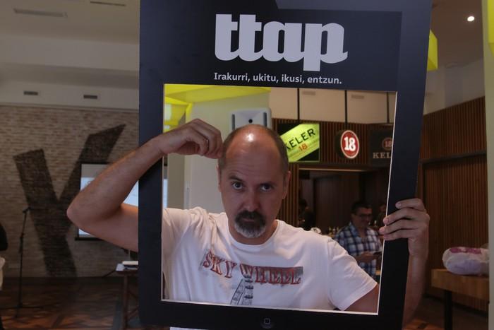 'Ttap' aldizkaria ezagutzeko jende asko elkartu da Donostian - 16