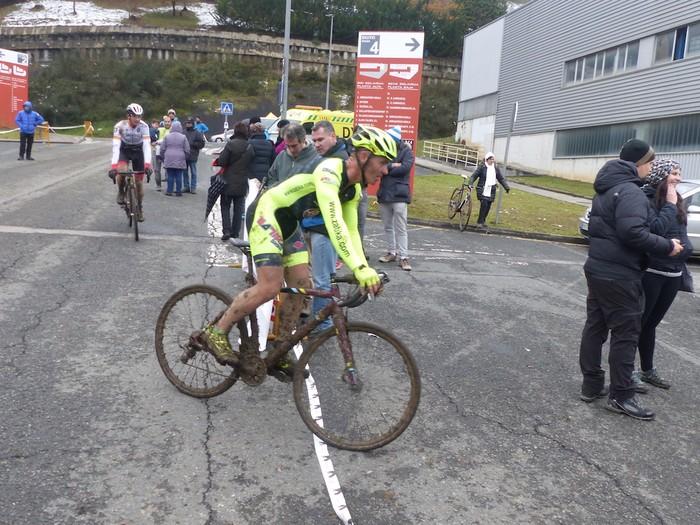 Ruiz de Larrinaga eta Lekuona garaile Arrasateko ziklo-krosean - 89