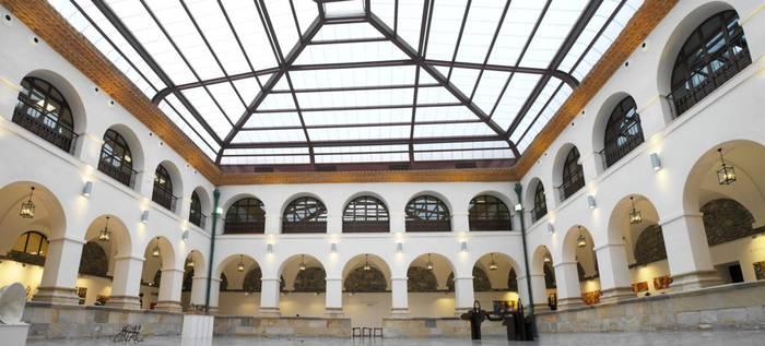 """Oposizioak oharra kaleratu du Bibliotekan izandako """"murrizketa"""" bat salatuz"""