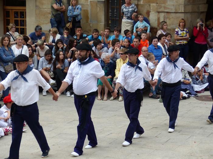 Txupina botaz eta ikurrin dantzarekin jaietan dira Antzuolan - 24