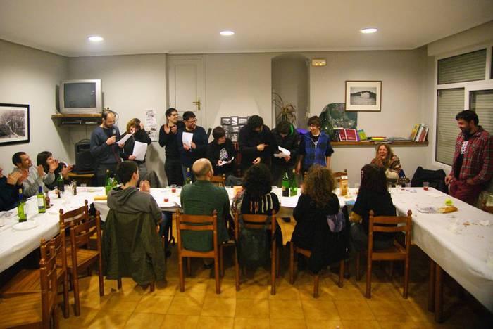 Aramaioko bertsolariek irabazi egin dute kuadrilla artekoaren lehen saioa