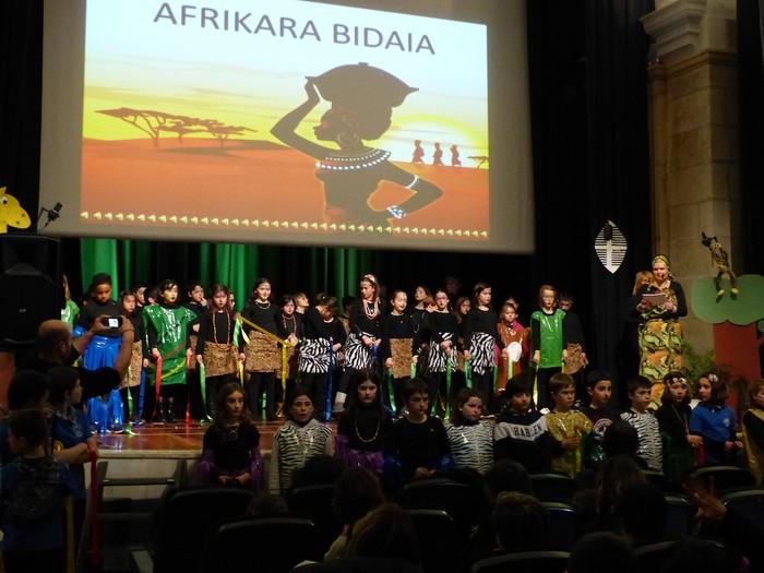 Afrikako kantuak eta doinuak entzun dira Santa Anan