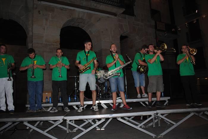 J. P. Brass nafarrek eskoriatzarrak musikalki harrapatu zituzten