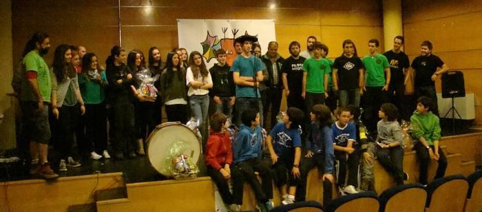 Peru Abarrategik irabazi du Arabako Eskola Arteko bertso txapelketa