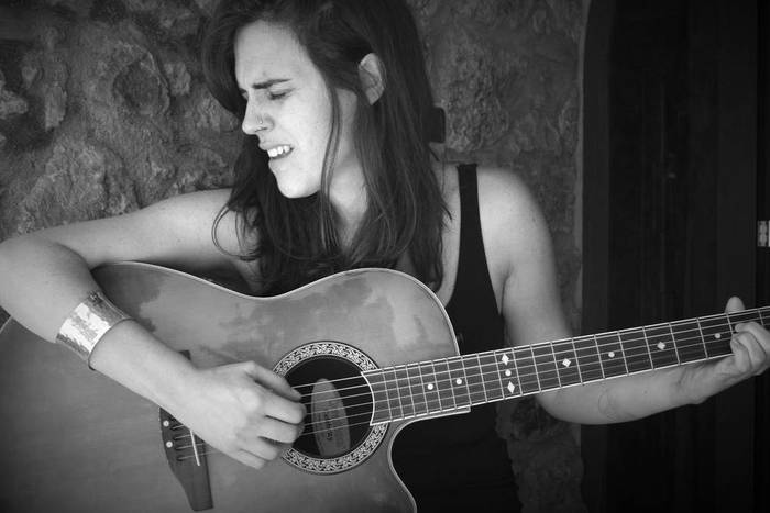 Maria Rivero musikaria gaur Oñatin, 'Kintsukoroi' proiektuarekin