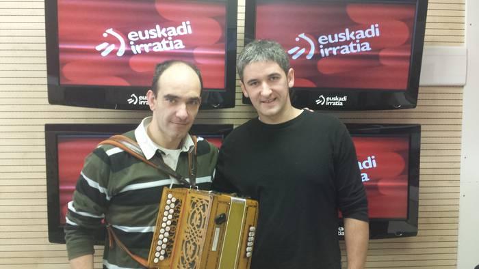 Azpillaga nagusi Euskadi Irratiko lehen Whatsapp bidezko kopla txapelketan