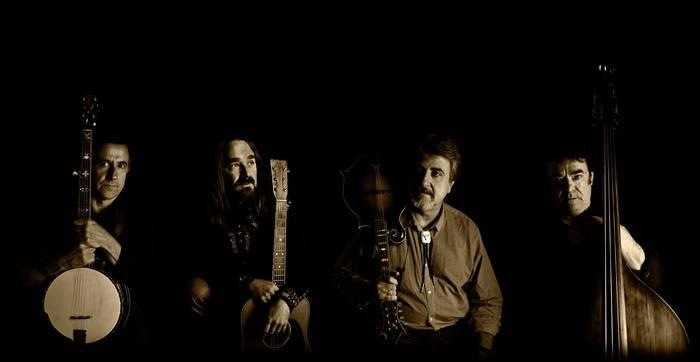 West Bluegrass Band taldeak joko du gaur Aramaioko Sastiña ermitan