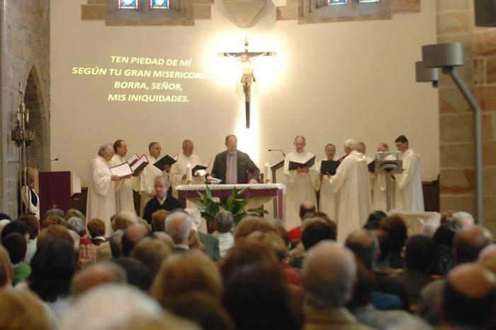 Gregoriar melodiak entzun dira domeka eguerdiko mezan