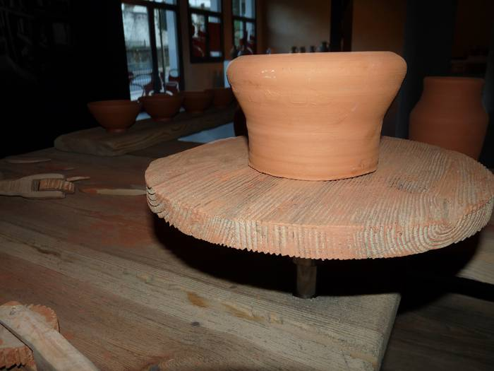 Helduendako eta umeendako buztin eta zeramika ikastaroak izango dira Zubiaten