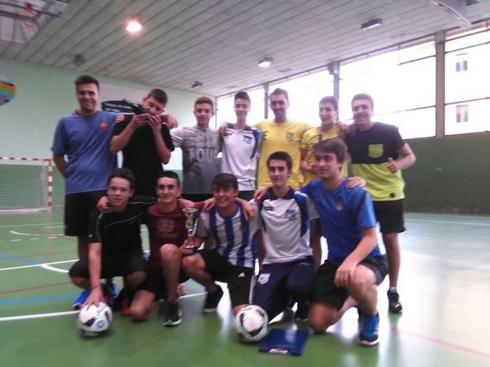 Tolosako Laskorain areto futbol taldea garaile XV. Mikel Deunaren txapelketan