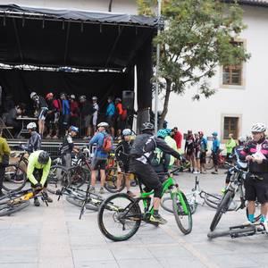 250 txirrindulari Mondran Bike MTB martxan