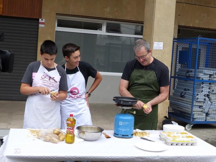 Patata tortilla lehiaketa Antzuolako jaietan - 12