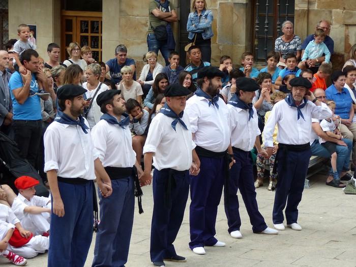 Txupina botaz eta ikurrin dantzarekin jaietan dira Antzuolan - 34