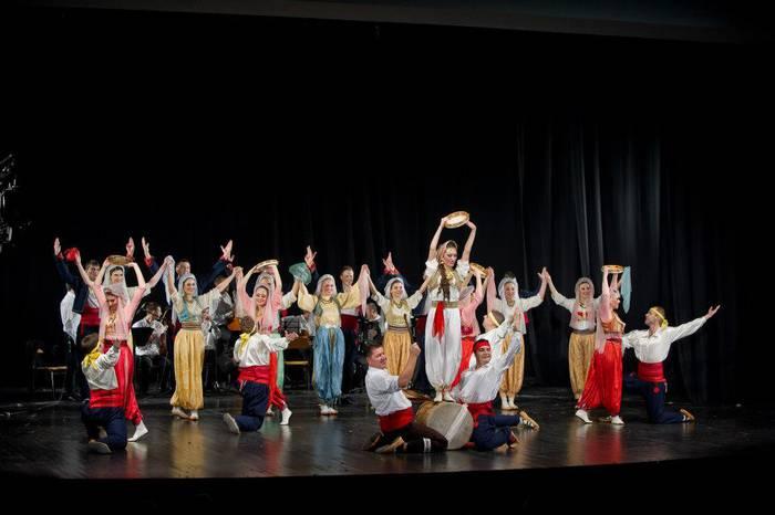 Serbiako eta Euskal Herriko dantzak elkarrekin gaur Monterron parkean