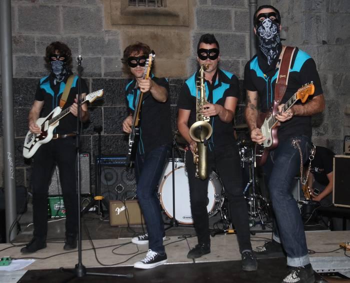 Maritxu eta San Juan artean, rock and rolla