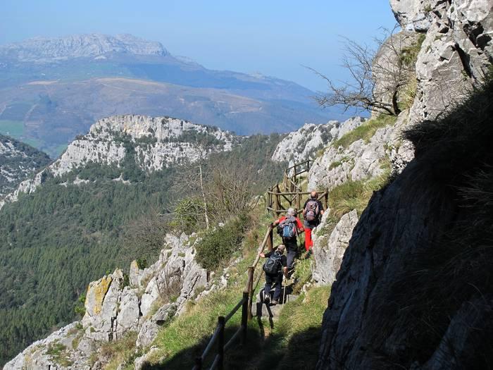 Pico del Moro gailurrera irteera antolatu dute POL-POL mendi taldekoek