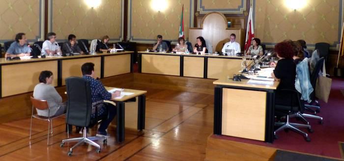 Prozedurak eragindako eztabaida gobernuaren eta oposizioaren artean