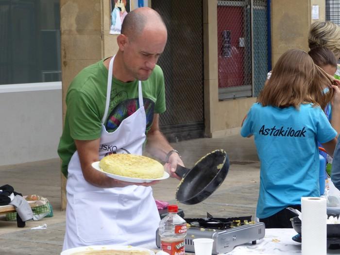 Patata tortilla lehiaketa Antzuolako jaietan - 32