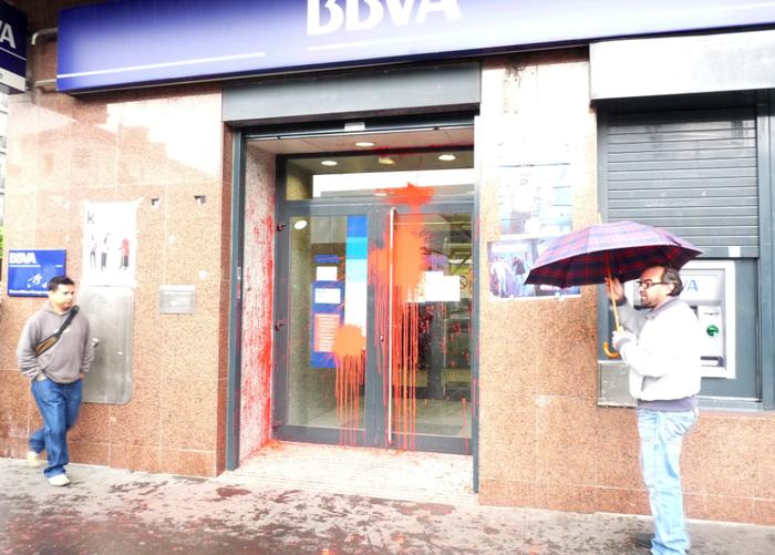 Banketxeen aurkako erasoak salatu ditu Arrasateko PSE-EEk