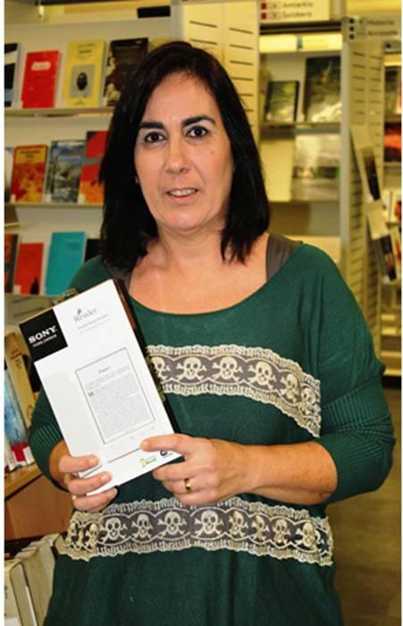 Mari Carmen Gartziak irabazi du liburu elektronikoen irakurgailua