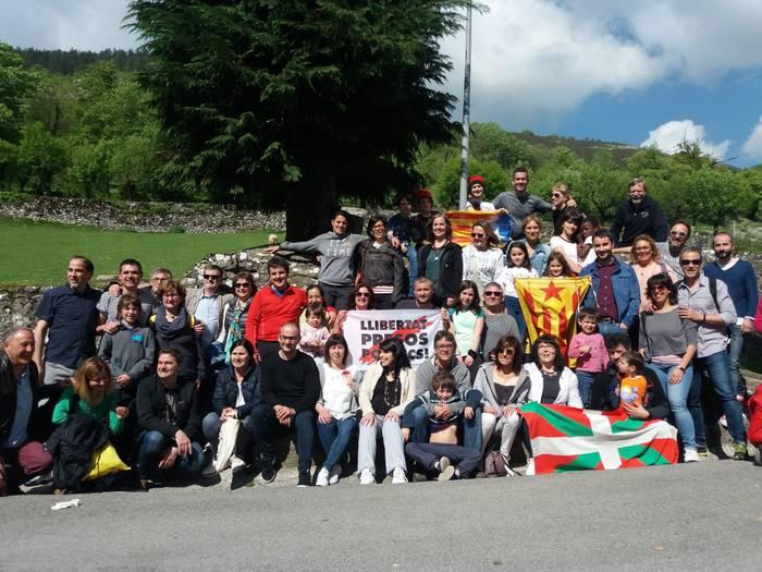 Katalanak eta euskaldunak eskutik, Sant Jordi ospatzeko