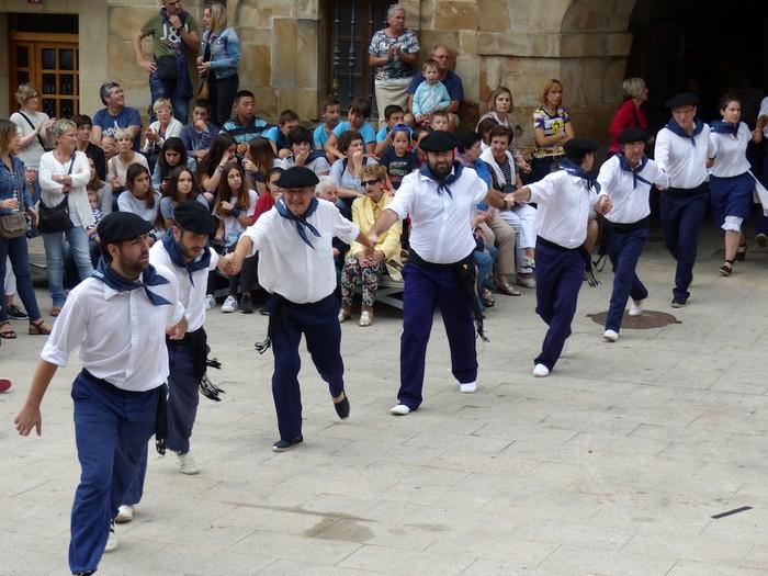 Txupina botaz eta ikurrin dantzarekin jaietan dira Antzuolan - 19