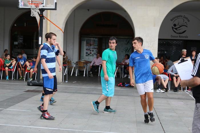 Uztaipeko ikuskizuna Aretxabaletako Herriko Plazan - 17