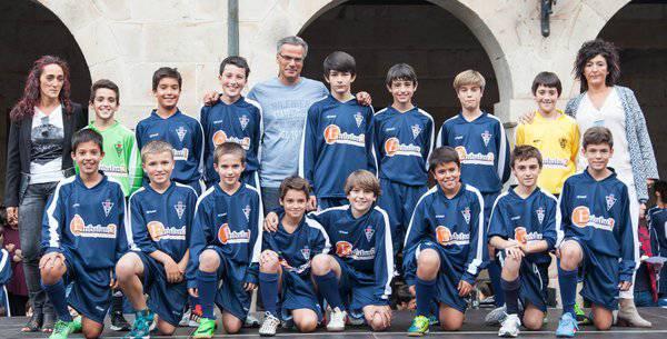 Futboleko infantil txiki taldeari Gipuzkoako jardunaldiko talde onenaren saria