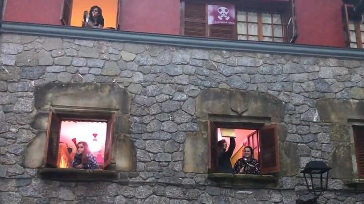 Hainbat herritarrek egin dute bat Zaldibar Argitu plataformak deituriko protesta ekitaldiarekin